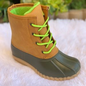 NEW ARRIVALS** BOYS OLIVE/TAN LACE UP DUCK BOOTS